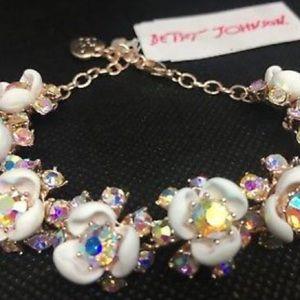 Betsey Johnson White Flower, Crystal Bracelet.